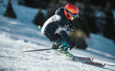 In welke landen is de skihelm verplicht?